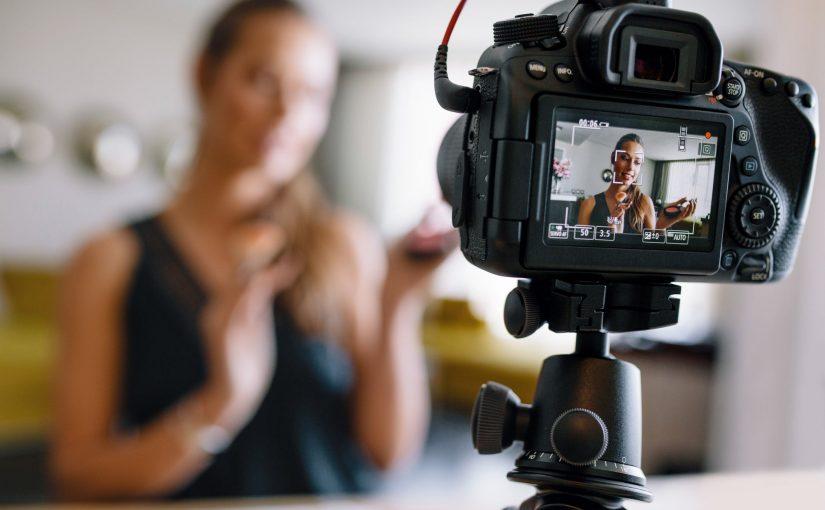 Canon lansează un software gratuit care transformă unele dintre camerele sale foto în camere web